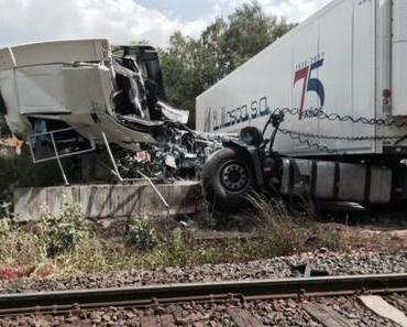Bahnunfall  Gießen – Kollision zwischen Zug und LKW