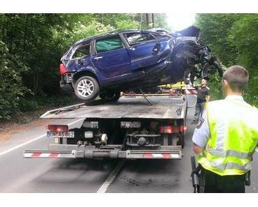 Autounfall Esborn – Auto landet in Baum