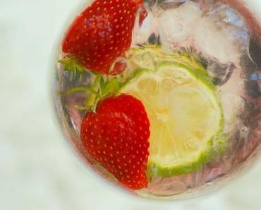 Ultimativ erfrischend: Minz-Eistee mit Sommerfrüchten