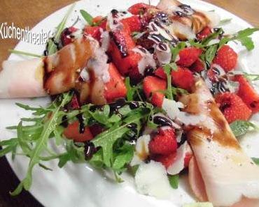 Ruccola-Erdbeer-Salat oder mit anderen Früchten