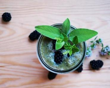 Green-Smoothie mit Gurke und Mango
