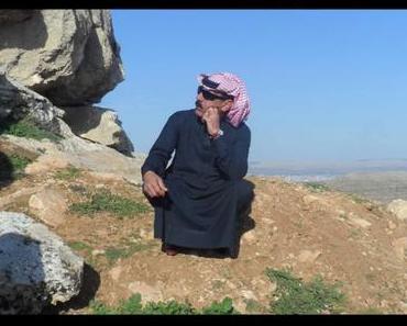 """Syriens erfolgreichster Musikexport Omar Souleyman veröffentlicht """"Bahdeni Nami"""",  produziert von Four Tet, Modeselektor, Gilles Peterson, Legowelt!"""