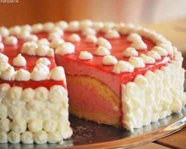 Erdbeer-Buttermilch-Torte mit Fruchtspiegel [Zur Gast in der Glücksbäckerei]
