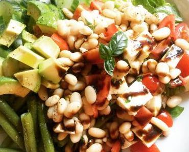 Caprese-Salat mit weißen Bohnen