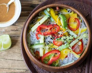 Nudel mit Asia-Style-Erdmandelsoße (vegan und besonders gut!)