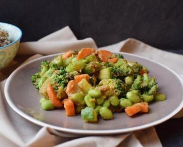 Knackiger Miso-Salat mit Edamame & Brokkoli