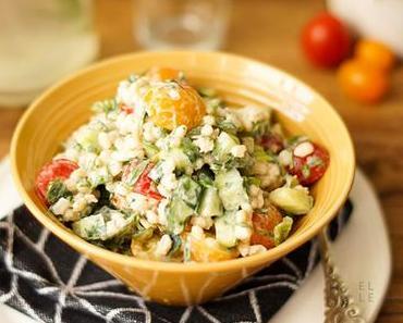 Rollgerste Salat mit Tomate, Joghurt und Zitrone
