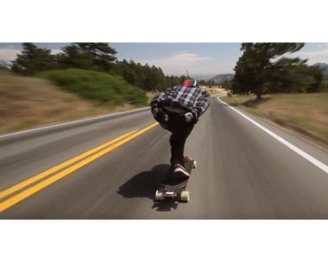 Longboarder Zak Maytum mit über 100 km/h auf der Landstraße