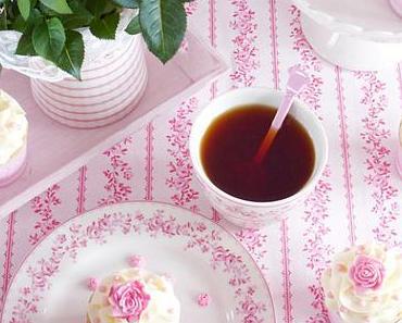 Himbeer-Brause Cupcakes mit weißer Schokolade Buttercreme