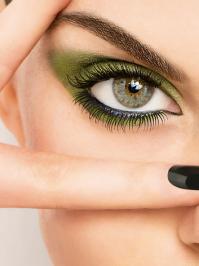 Mit Lidschatten und Mascara die individuelle Augenform perfekt betonen