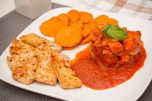 Paprika-Gemüse-Sauce mit Süßkartoffeln und Tofu