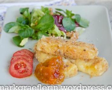 Comté Käsestäbchen mit Kürbschutney und herbstlichem Salat