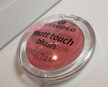 Empfehlung im Herbst: Essence Matt Touch Blush Cherry me up ♥