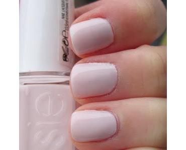 essie Peak Show [Virgin Snow]