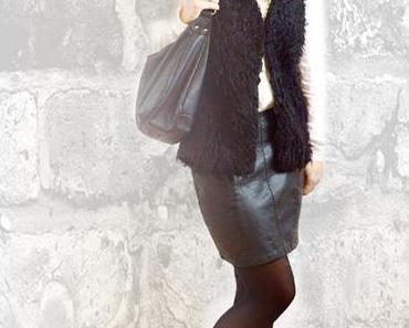Outfit – Klassisch in schwarz-weiß mit Lederrock und Fellweste