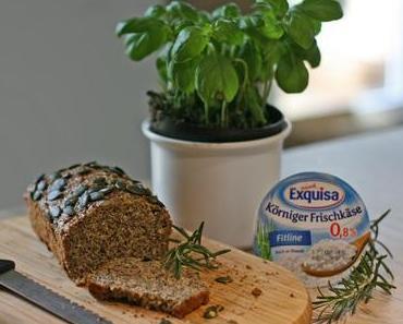 Clean Eating Eiweißbrot mit körnigem Frischkäse und mediterranen Kräutern
