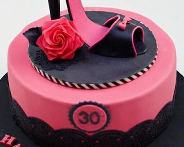 Pinkes Geburtstagstorte mit High Heel