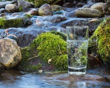 Warum Wasser trinken wichtig ist