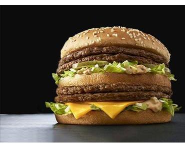 """Die neueste Kreation des Fastfoodanbieters mit dem gelben """"M"""" – der """"Giga BigMac"""". Oder: Wozu brauchen die Japaner einen Burger mit 4 Hamburgerpatties?"""