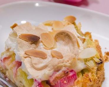 Rhabarberkuchen mit Marzipan, Amaretto, Mandeln und Baiser-Haube