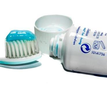 Tag der Zahnpastatube – der amerikanische National Toothpaste Tube Day