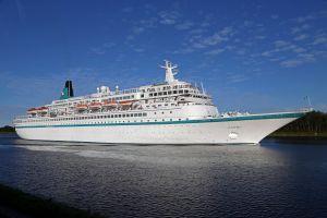 Phoenix Reisen: MS Albatros unterwegs für FLY & HELP