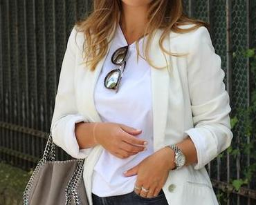 OUTFIT – WHITE T-SHIRT + JEANS.