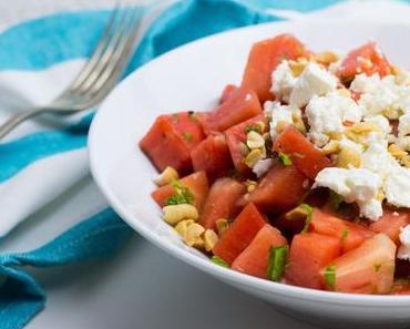 Melonensalat mit Minze, Feta und Erdnüssen
