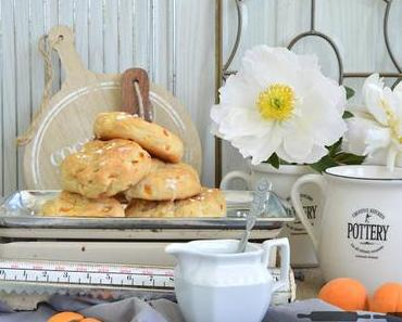 Aprikosen Marzipan Brötchen / Apricot Buns with Marzipan