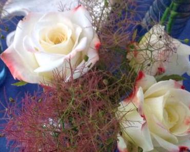 Friday-Flowerday – oder – Weiße Rosen für den griechischen Abend