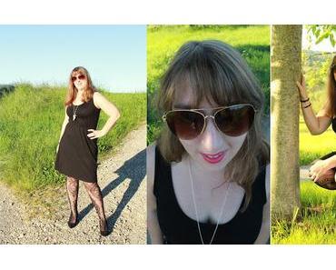 Schwarzes Kleid mit Netzstrumpfhose von Zugeschnürt