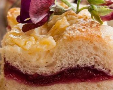 Kirsch-Butter-Mandelkuchen mit Puddingpfützchen
