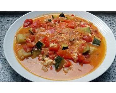 Mediterrane Tomatensuppe mit Paprika, Zucchini und Reis