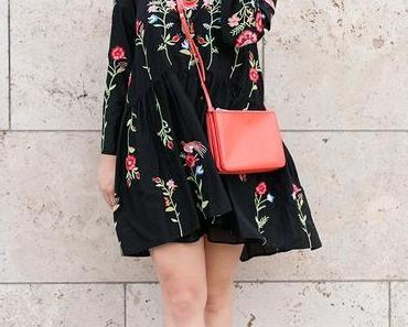 Outfit mit Blumenkleid und Gucci Sonnenbrille