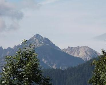 Passamani Panoramaweg hoch hinauf zum Gipfelkreuz