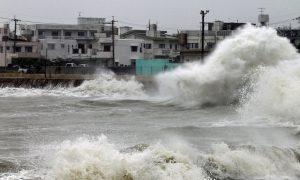 Chaos in Japan: Taifun Mindulle wütet weiter