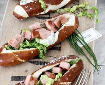 O`zapft is! Oktoberfest Fingerfood! Hotdogs mit Leberkäse