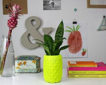 Neongelber Ananas Blumentopf aus Beton