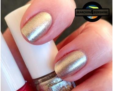 [Nails] Weihnachtlich mit essie 328 JIGGLE HI JIGGLE LOW & 341 JUMP IN MY JUMP SUIT