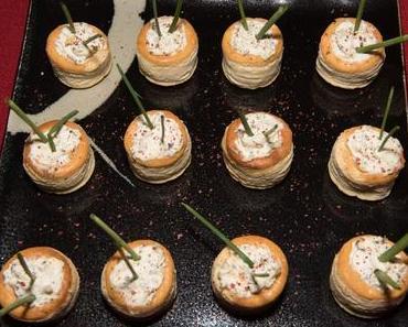 Fingerfood-Pastetchen mit Kräuter-Knoblauchfüllung (vegan)