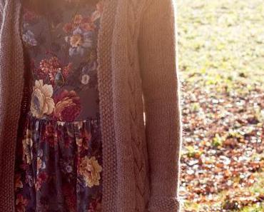 Lange Strickjacke mit Zopfmuster stricken