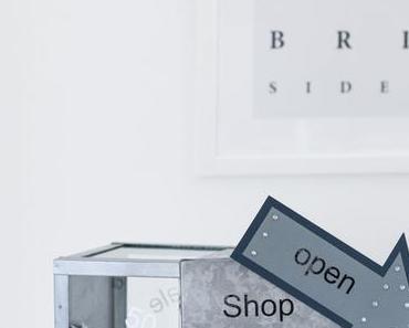 Geldscheine im Sale - oder wie präsentiert man Geld in Hemdform in einem Schaufenster/Shop