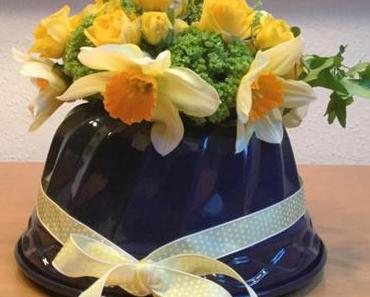 Friday-Flowerday – oder – Zu Ostern gab es Blumen (aus) in der Backform