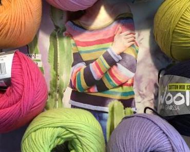 Alles so schön bunt hier – oder – Auf den Nadeln: Ein Pulli in Bonbonfarben