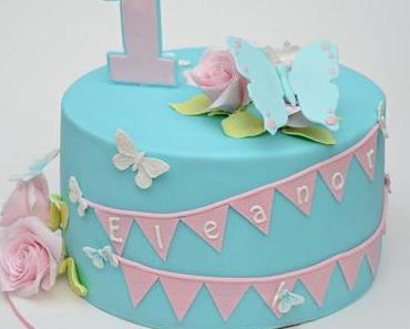 Geburtstagstörtchen mit Rosen und Schmetterlingen
