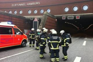 Lkw im Elbtunnel in Brand geraten