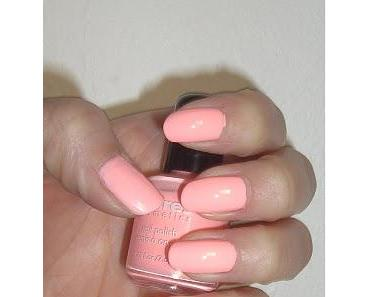 Claire's Neon Peach Nails
