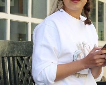 Casual mit weißem Alice im Wunderland Sweater