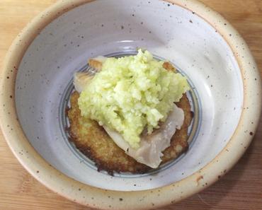 Lachs auf Kartoffelpuffer mit Zucchinitopping