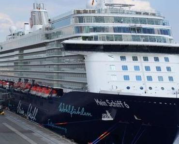 Hamburg begrüßt Mein Schiff 6